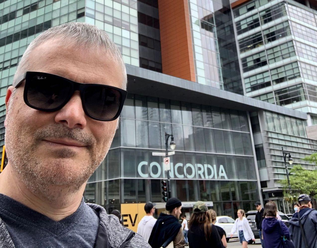 Le DPI Martin Bernier à l'extérieur de l'Université Concordia, avant CANHEIT 2021.