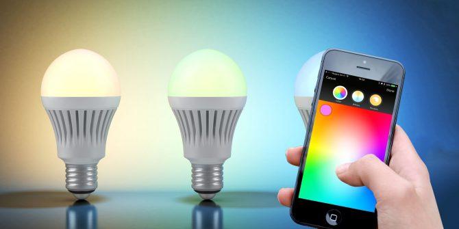 Utilisation d'un téléphone pour automatiser le changement des couleurs de la lumière.