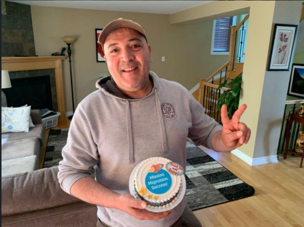 Kais Laribi avec son gâteau