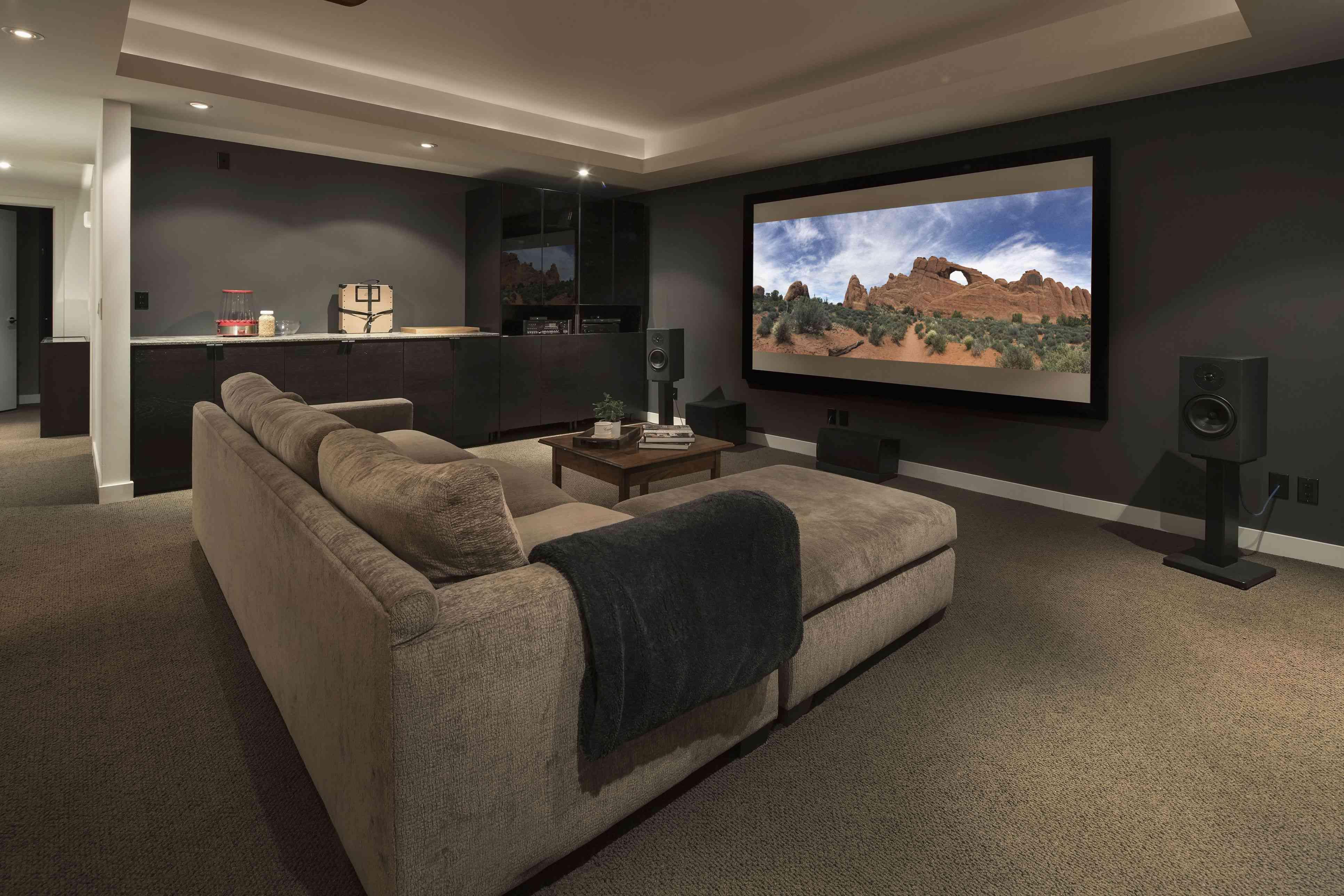 Cinéma maison automatisé pour jouer Disney Night.