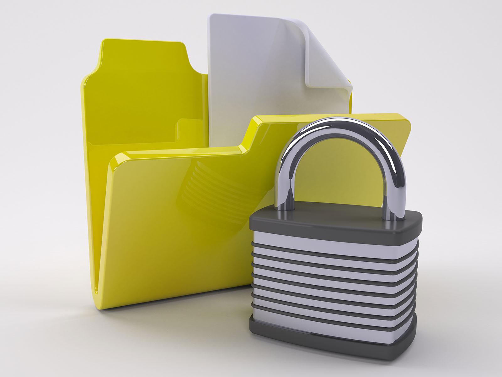 dossier jaune contenant un papier avec un cadenas au premier plan